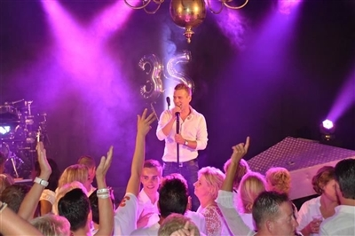 Wesley Klein geeft concert in Circus Theater